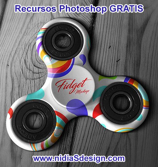 ¿Quien no escucha y ve por todos lados spinners? En México y todo el mundo las búsquedas Google populares hoy son del tipo: spinner toy, spinner que es (¿en serio?), spinner casero, spinner tricks, sppiner precio y por supuesto: ¡spinner amazon!. Aquí te dejamos este genial mockup de spinner, un template realista en formato .PSD para editar en Photoshop. Descarga ahora mismo esta plantilla GRATIS y ponle tu logo, marca o crea diseños de spinner para maquila y venta: spinner batman, spinner azul, spinner de colores, spinner lo que se te ocurra; personalízalo y presenta creativas propuestas a tus clientes.